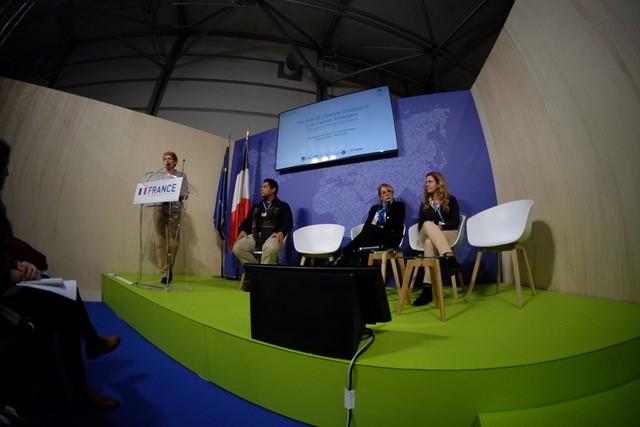 Carine Barbier  lance le side-event ECOPA dans le pavillon français.